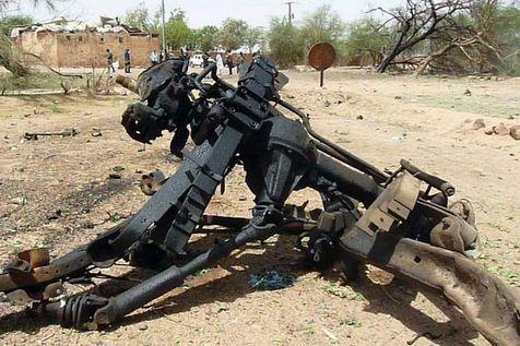 521176-debris-du-vehicule-utilise-pour-un-attentat-suicide-23-mai-2013-a-agadez-dans-le-nord-du-niger.jpg