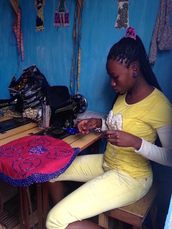 Atelier_de_couture_de_l_association_a_Dakar.jpg