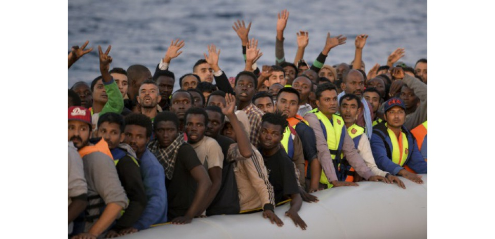 15888021-plus-de-400-migrants-interceptes-au-large-de-la-libye.jpg